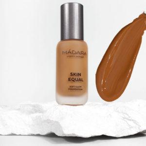 Podkład CARAMEL 70 Skin Equal Soft Glow Madara 30 ml