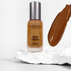 Podkład FUDGE 80 Skin Equal Soft Glow Madara 30 ml